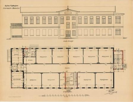 Das Foto zeigt einen Umbauplan von 1909. Oben ist das zweistöckige Michelfelder Haus von vorne abgebildet, unten sieht man die geplante Raumaufteilung. Links außen am Haus befindet sich ein Anbau, der bei der unteren Abbildung auf der rechten Seite zu sehen ist.