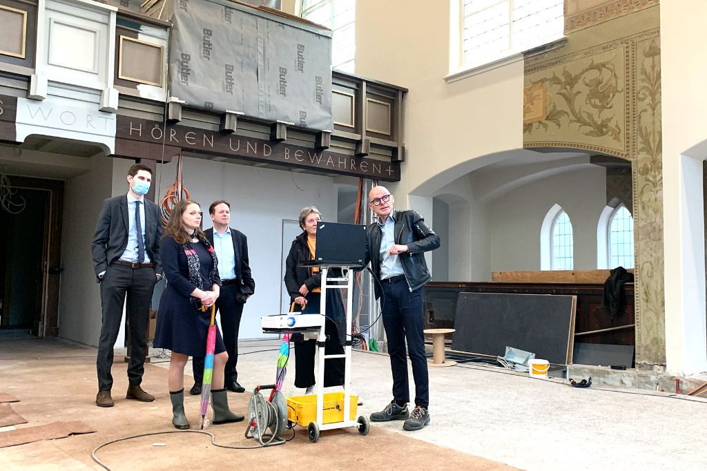 Dr. Melanie Leonhard, Ulrich Scheibel, Hanne Stiefvater und Axel Philipp Loitzenbauer in der Kirche